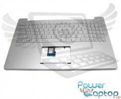 Tastatura Asus 9Z N8SLQ M01 argintie cu Palmrest argintiu iluminata backlit. Keyboard Asus 9Z N8SLQ M01 argintie cu Palmrest argintiu. Tastaturi laptop Asus 9Z N8SLQ M01 argintie cu Palmrest argintiu. Tastatura notebook Asus 9Z N8SLQ M01 argintie cu Palmrest argintiu