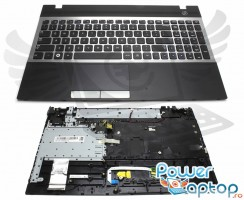 Tastatura Samsung  NP300V5C argintie cu Palmrest negru. Keyboard Samsung  NP300V5C argintie cu Palmrest negru. Tastaturi laptop Samsung  NP300V5C argintie cu Palmrest negru. Tastatura notebook Samsung  NP300V5C argintie cu Palmrest negru