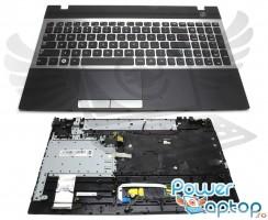 Tastatura Samsung  BA75-03246C argintie cu Palmrest negru. Keyboard Samsung  BA75-03246C argintie cu Palmrest negru. Tastaturi laptop Samsung  BA75-03246C argintie cu Palmrest negru. Tastatura notebook Samsung  BA75-03246C argintie cu Palmrest negru