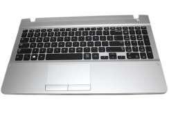 Tastatura Samsung  CN13BA5903270 neagra cu Palmrest argintiu si TouchPad